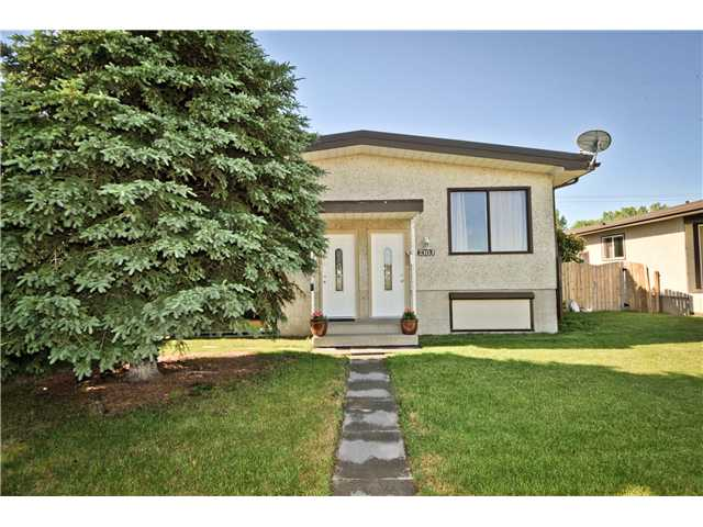 Main Photo: 7303 & 7301 37 Avenue NW in CALGARY: Bowness Duplex Side By Side for sale (Calgary)  : MLS® # C3625373