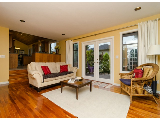 Photo 2: 14306 16A AV in Surrey: Sunnyside Park Surrey House for sale (South Surrey White Rock)  : MLS® # F1420330