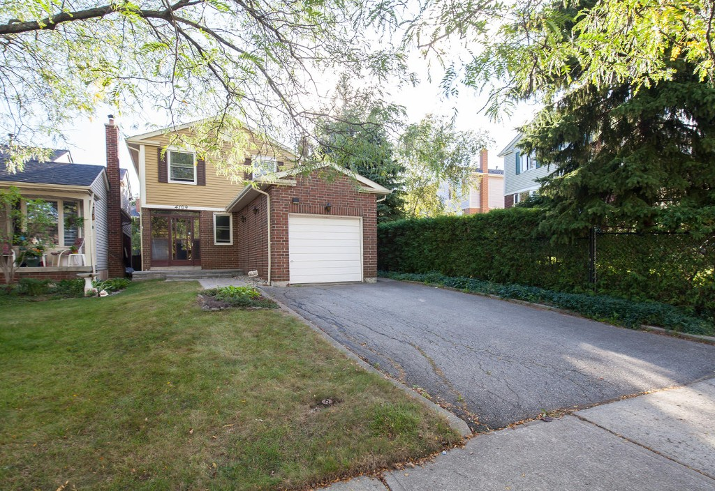 Main Photo: 4109 Stonemason Cres in Mississauga: Freehold for sale : MLS(r) # W3630888