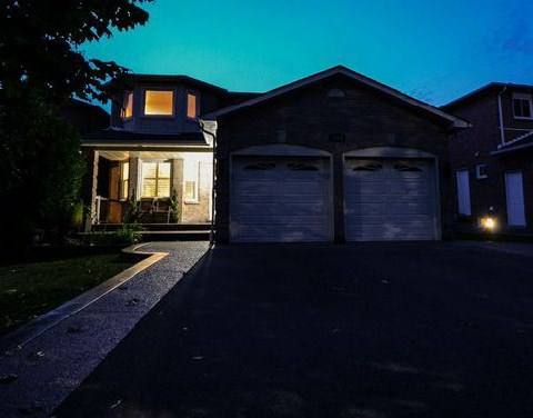 Main Photo: 1617 Stillriver Crest in Mississauga: East Credit House (2-Storey) for sale : MLS(r) # W2998823