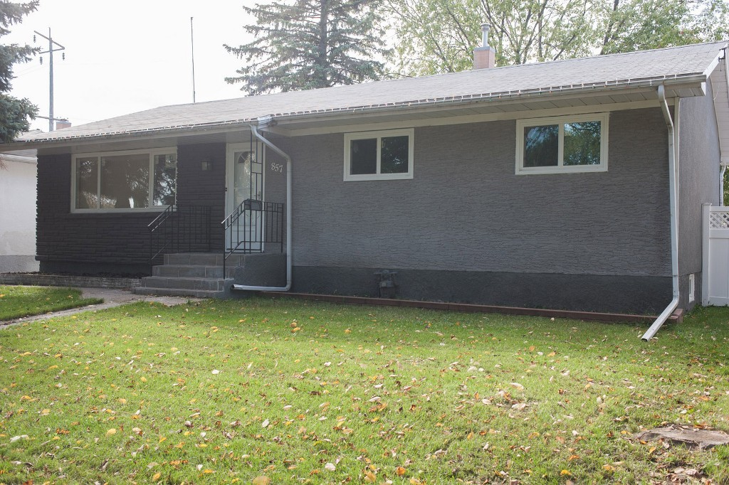 Main Photo: 857 Borebank Street in Winnipeg: Single Family Detached for sale : MLS® # 1424441