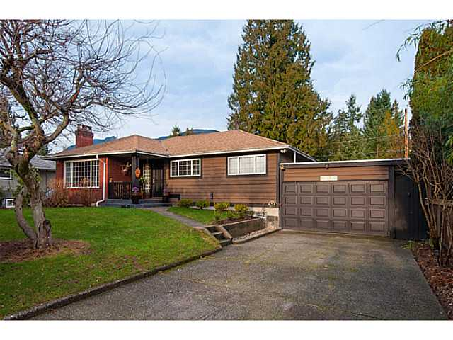 Main Photo: 2868 EDGEMONT BV in North Vancouver: Edgemont House for sale : MLS® # V1101226