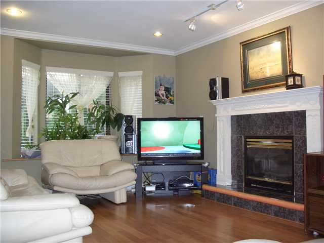 Main Photo: 4723 VILLAGE Drive in Burnaby: Greentree Village Townhouse for sale (Burnaby South)  : MLS®# V929414