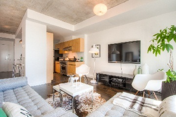 Photo 2: 38 Niagara St Unit #707 in Toronto: Waterfront Communities C1 Condo for sale (Toronto C01)  : MLS(r) # C2763458