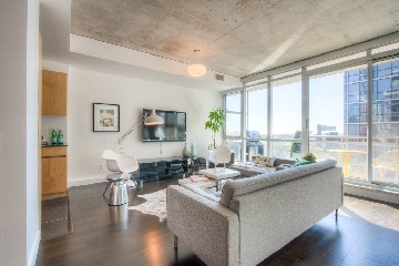 Main Photo: 38 Niagara St Unit #707 in Toronto: Waterfront Communities C1 Condo for sale (Toronto C01)  : MLS(r) # C2763458