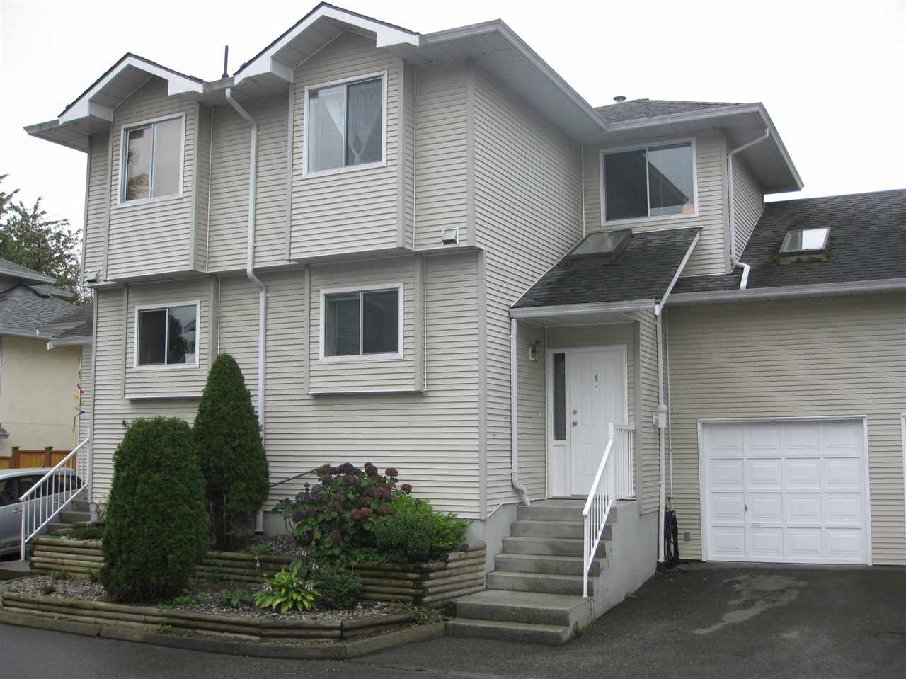 Main Photo: 4 19240 119 AVENUE in Pitt Meadows: Central Meadows Townhouse for sale : MLS®# R2064360