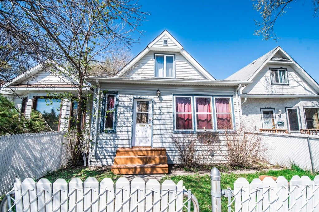 Main Photo: 250 King Edward Street in Winnipeg: St James Single Family Detached for sale (5E)  : MLS® # 1711351