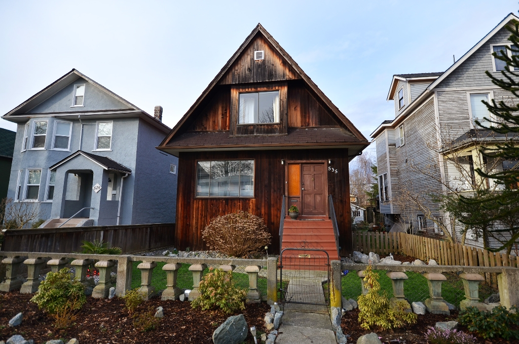 Main Photo: 535 E 11TH Avenue in Vancouver: Mount Pleasant VE House for sale (Vancouver East)  : MLS® # V935671