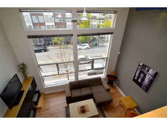 "Main Photo: 3 2088 W 11TH Avenue in Vancouver: Kitsilano Condo for sale in ""LOFTS IN KITS"" (Vancouver West)  : MLS® # V949316"