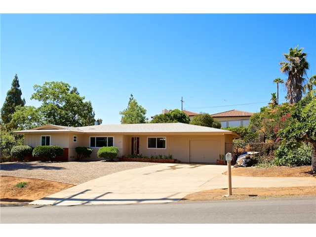 Main Photo: SOUTHEAST ESCONDIDO House for sale : 3 bedrooms : 374 17th Avenue in Escondido