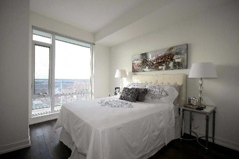 Photo 3: 21 Widmer St Unit #3912 in Toronto: Waterfront Communities C1 Condo for sale (Toronto C01)  : MLS® # C2830410