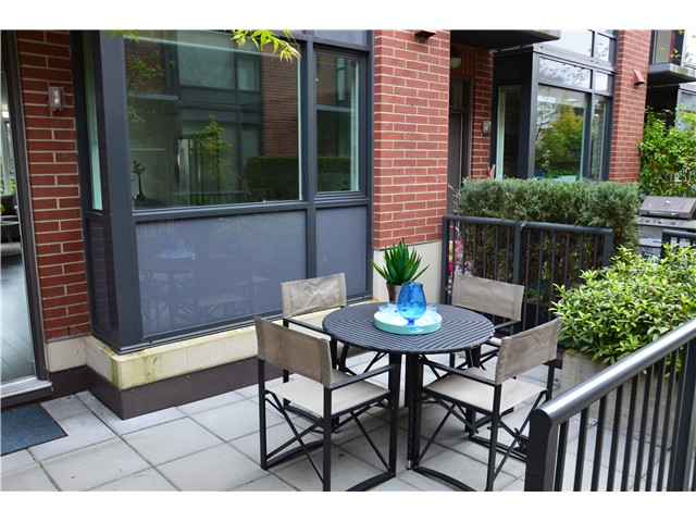 Main Photo: # 208 1961 COLLINGWOOD ST in Vancouver: Kitsilano Condo for sale (Vancouver West)  : MLS®# V1119658