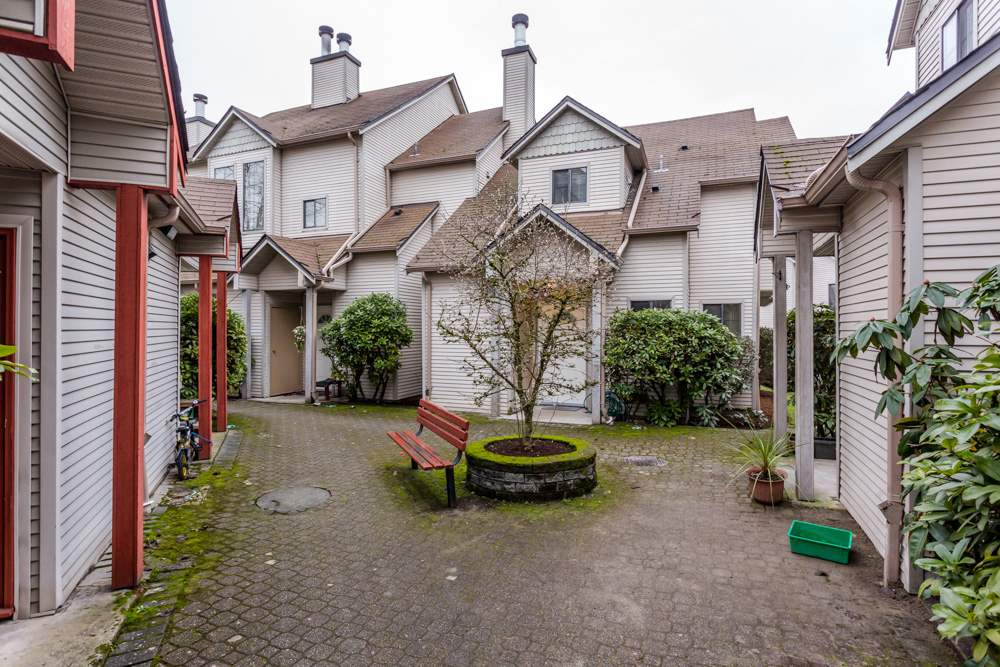 Main Photo: 23 98 BEGIN STREET in Coquitlam: Maillardville Townhouse for sale : MLS® # R2024506