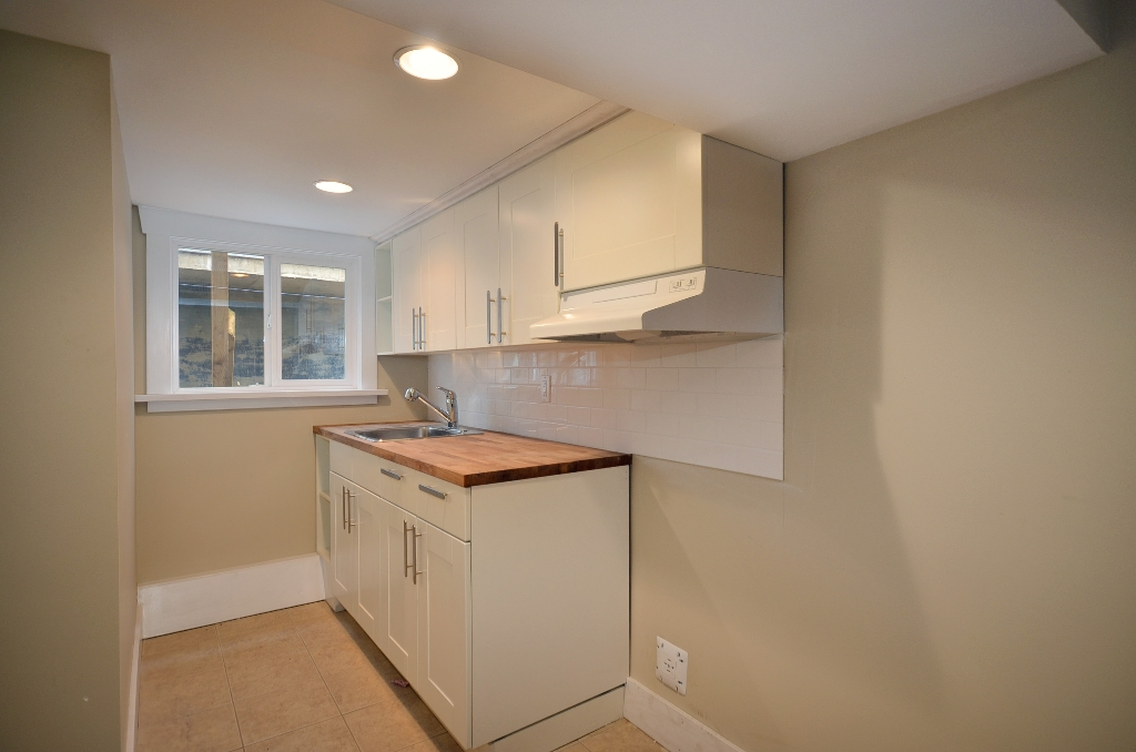 Photo 9: 442 E 15TH Avenue in Vancouver: Mount Pleasant VE House for sale (Vancouver East)  : MLS(r) # V940109