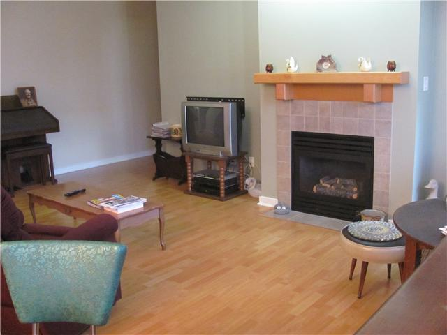 "Photo 3: 109 38 7TH Avenue in New Westminster: GlenBrooke North Condo for sale in ""ROYCROFT"" : MLS® # V989527"