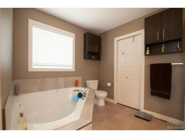 ensuite large soaker tub with access to walk in closet.