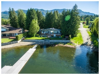 Main Photo: 697 Viel Road in Sorrento: WATERFRONT House for sale : MLS(r) # 10124155