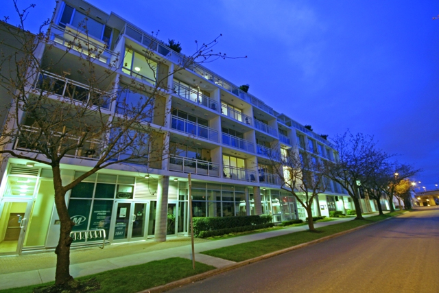 "Main Photo: 207 1635 W 3RD Avenue in Vancouver: False Creek Condo for sale in ""LUMEN"" (Vancouver West)  : MLS®# V999282"