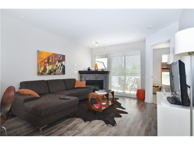 "Photo 2: 403 405 SKEENA Street in Vancouver: Renfrew VE Condo for sale in ""JASMINE"" (Vancouver East)  : MLS(r) # V1008189"