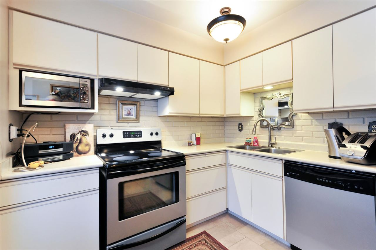 Photo 3: 7358 CAPISTRANO DRIVE in Burnaby: Montecito Townhouse for sale (Burnaby North)  : MLS® # R2024241