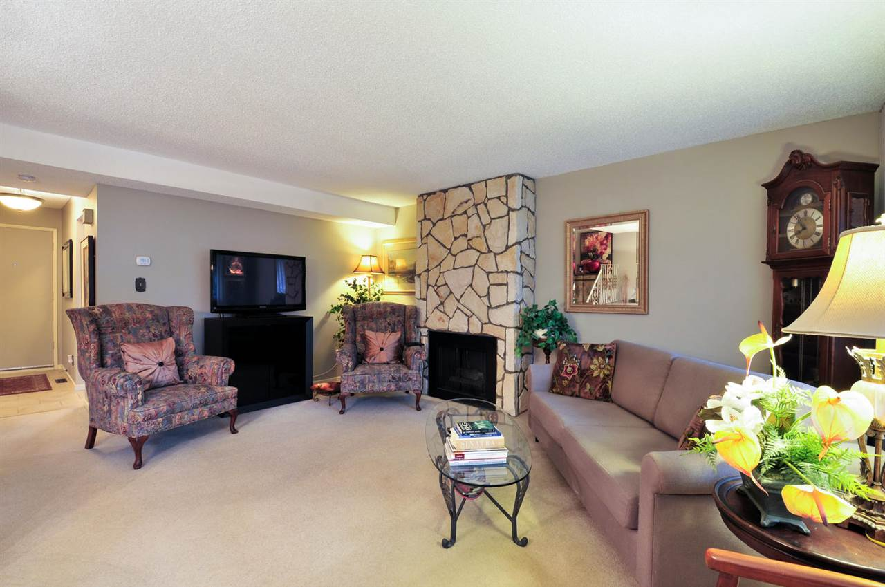 Photo 6: 7358 CAPISTRANO DRIVE in Burnaby: Montecito Townhouse for sale (Burnaby North)  : MLS® # R2024241