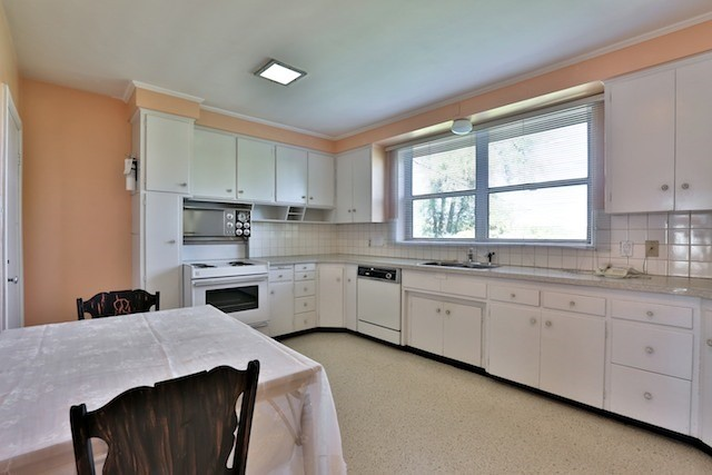 Photo 18: 126 Baycrest Ave in Toronto: Englemount-Lawrence Freehold for sale (Toronto C04)  : MLS® # C3610679