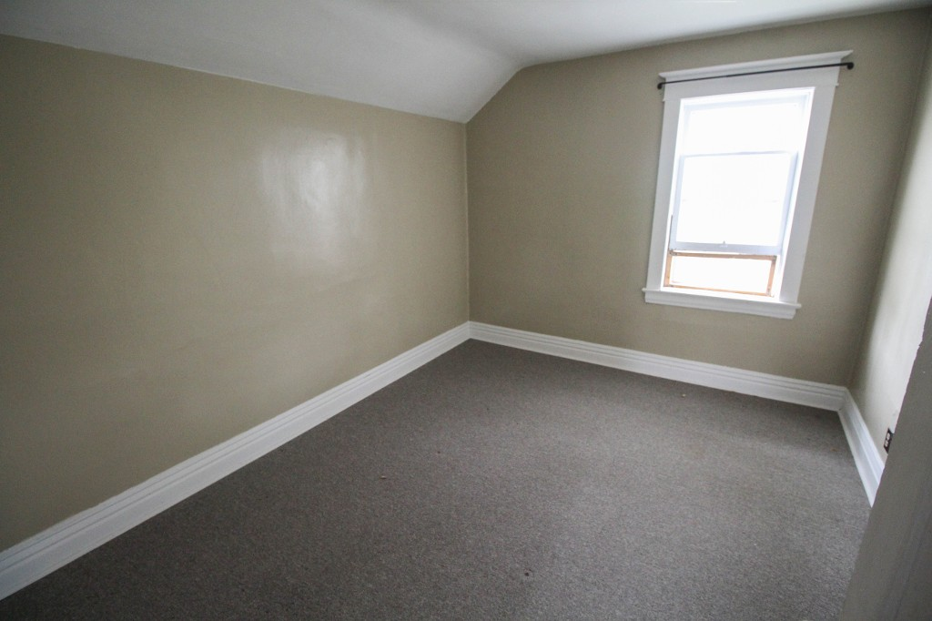 Photo 10: Affordable 4 Bedroom Home, Great Investment Property!