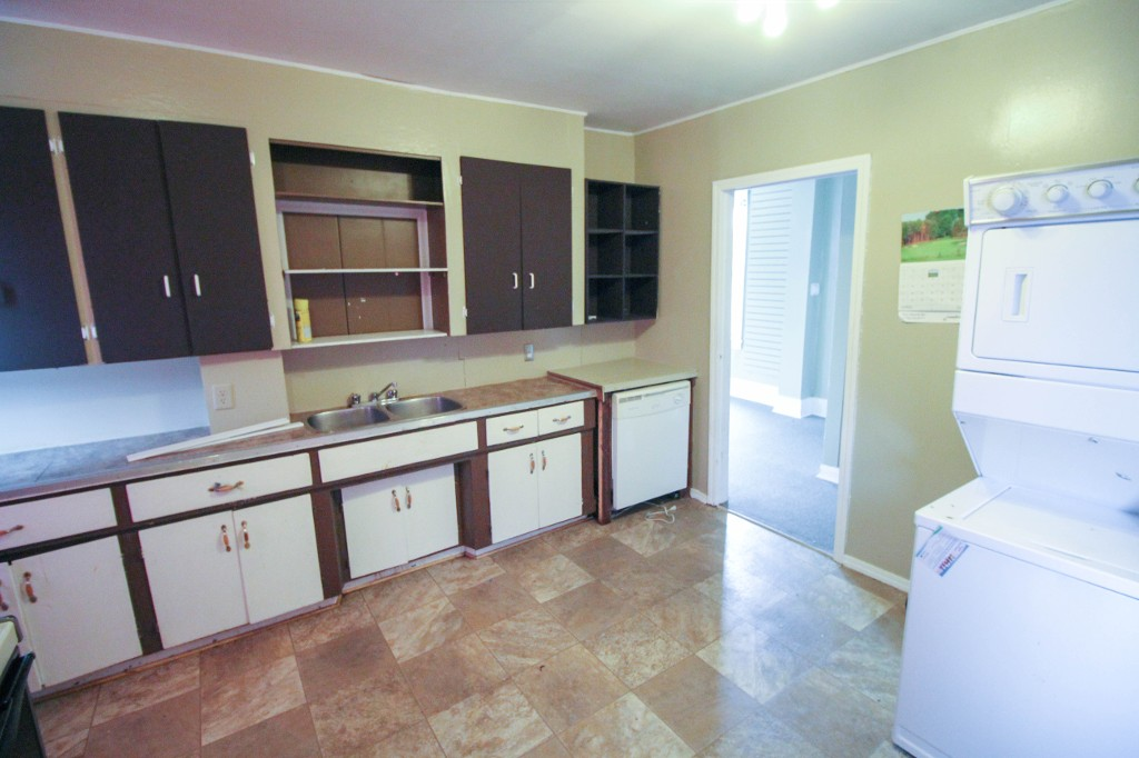 Photo 8: Affordable 4 Bedroom Home, Great Investment Property!