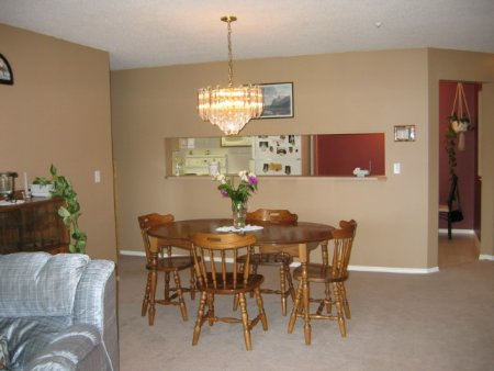 Photo 3: 331, 13880 70 Avenue, Surrey: Condo for sale (East Newton)  : MLS(r) # 2409726
