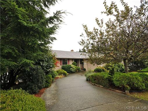 Main Photo: 549 Delora Drive in VICTORIA: Co Triangle Single Family Detached for sale (Colwood)  : MLS® # 316250
