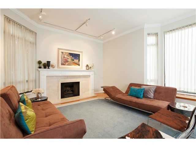 Main Photo: 5681 ELM ST in Vancouver: Kerrisdale Condo for sale (Vancouver West)  : MLS® # V1038928