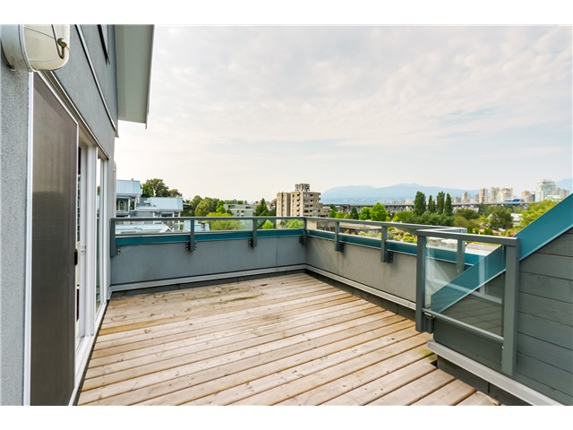 "Photo 12: 306 1345 W 4TH Avenue in Vancouver: False Creek Condo for sale in ""GRANVILLE ISLAND VILLAGE"" (Vancouver West)  : MLS® # V1079641"
