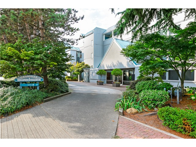 "Main Photo: 306 1345 W 4TH Avenue in Vancouver: False Creek Condo for sale in ""GRANVILLE ISLAND VILLAGE"" (Vancouver West)  : MLS(r) # V1079641"