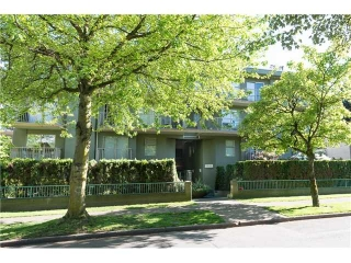 "Main Photo: 105 1820 W 3RD Avenue in Vancouver: Kitsilano Condo for sale in ""THE MONTERAY"" (Vancouver West)  : MLS(r) # V1008287"