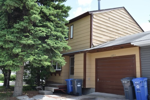Main Photo: 1499 Chancellor Drive in Winnipeg: Waverley Heights Single Family Attached for sale (South Winnipeg)  : MLS®# 1600920