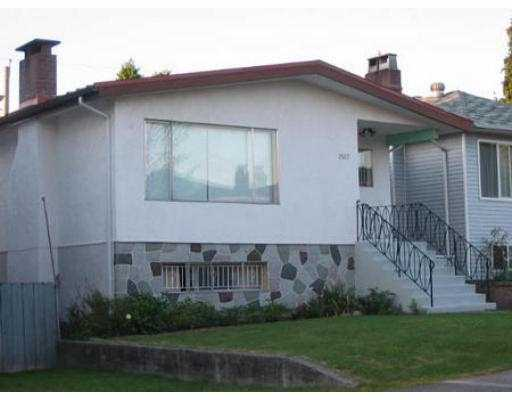 Photo 3: 2517 ADANAC ST in Vancouver: Renfrew VE House for sale (Vancouver East)  : MLS® # V550701