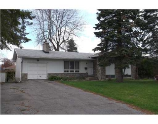 Main Photo: 15 Glenmanor Dr in nepean: Residential Detached for sale : MLS(r) # 828743