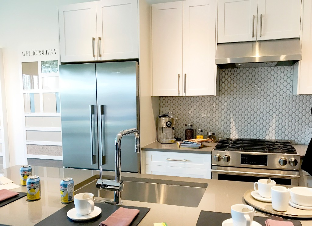 Photo 2: PARC BELVEDERE in Richmond: Townhouse for sale : MLS® # PRESALE