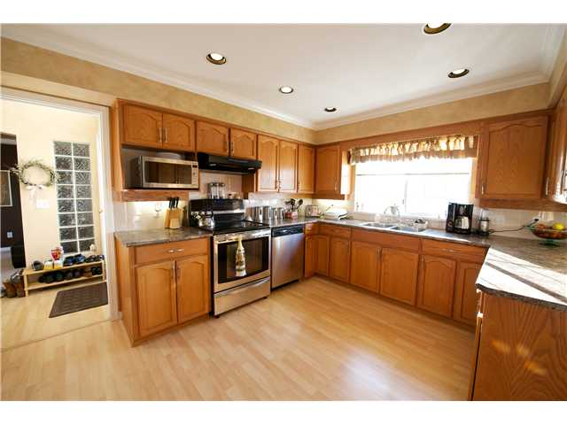 Photo 2: 1252 COUTTS Place in Port Coquitlam: Citadel PQ House 1/2 Duplex for sale : MLS® # V1004147