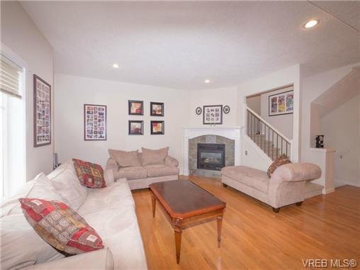 Photo 3: 2 4079 Douglas Street in VICTORIA: SE High Quadra Townhouse for sale (Saanich East)  : MLS® # 339511