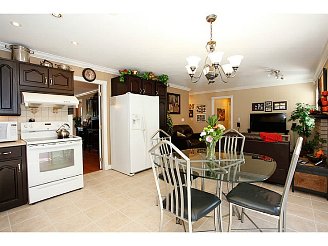Photo 7: 14320 77A AV in Surrey: East Newton House for sale : MLS(r) # F1423021