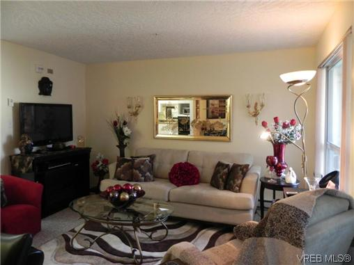 Photo 2: 309 1505 Church Avenue in VICTORIA: SE Cedar Hill Condo Apartment for sale (Saanich East)  : MLS(r) # 314763