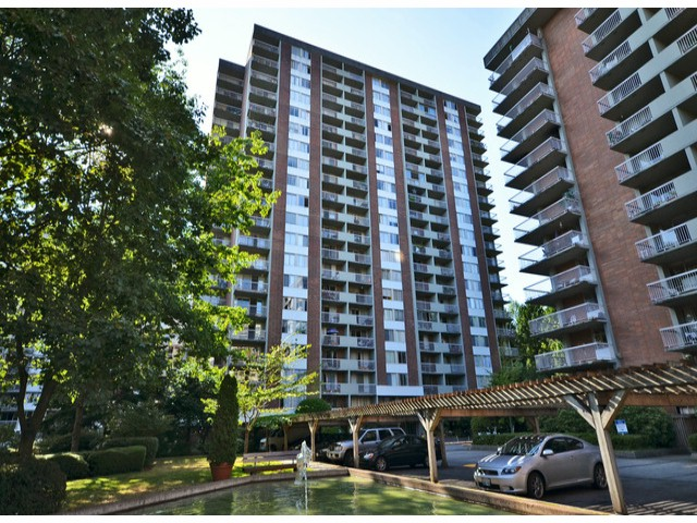 "Main Photo: 304 2016 FULLERTON Avenue in North Vancouver: Pemberton NV Condo for sale in ""WOODCORFT ESTATES"" : MLS® # V1020839"