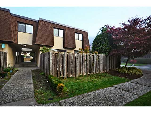 Main Photo: 935 Old Lillooet Road in North Vancouver: Lynnmour Townhouse for sale : MLS® # V1032416
