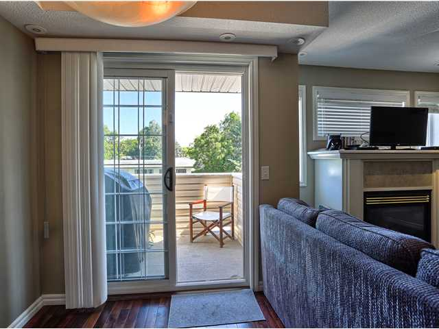 Great size breakfast nook leading onto the balcony with sliding patio door