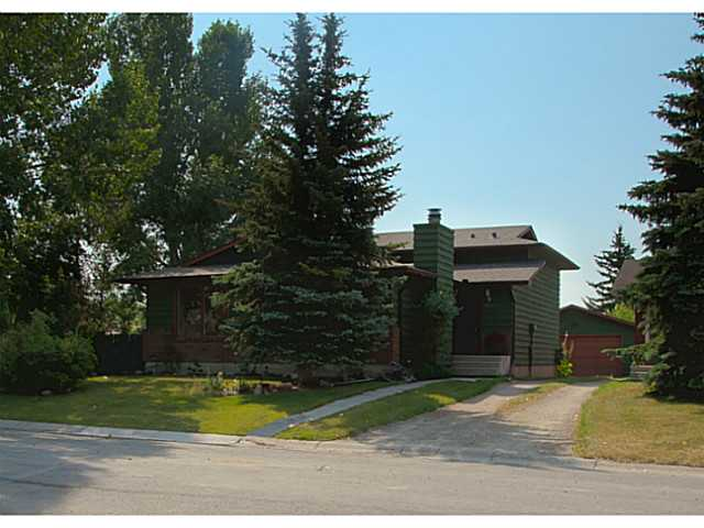 Main Photo: 108 WALDRON Avenue: Okotoks Residential Detached Single Family for sale : MLS(r) # C3629053
