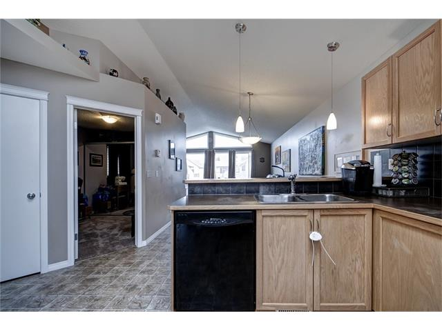 Photo 5: 2061 NEW BRIGHTON GD SE in Calgary: New Brighton House for sale : MLS(r) # C4062346