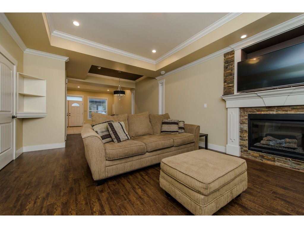 Photo 5: 27943 FRASER HIGHWAY in Abbotsford: Aberdeen House for sale : MLS(r) # R2136976