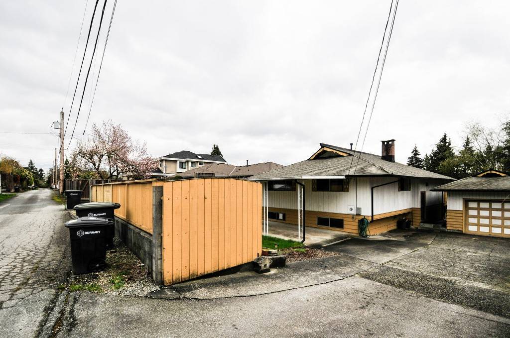 Photo 22: 5683 EGLINTON STREET in Burnaby: Deer Lake Place House for sale (Burnaby South)  : MLS® # R2155405