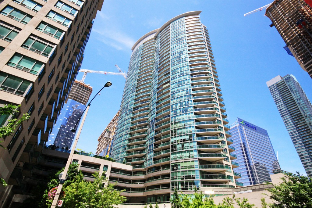 Main Photo: Toronto in Waterfront: Condo for sale (Toronto C01)